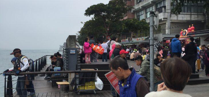 台北付近淡水河で釣り場を探してうろつきまわる